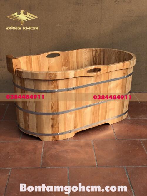 Có nên sử dụng bồn tắm gỗ cao cấp tay nắm không?